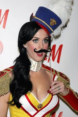 Katy Perry bigote